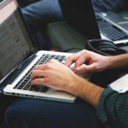 4 applications IA qui changent le quotidien des journalistes